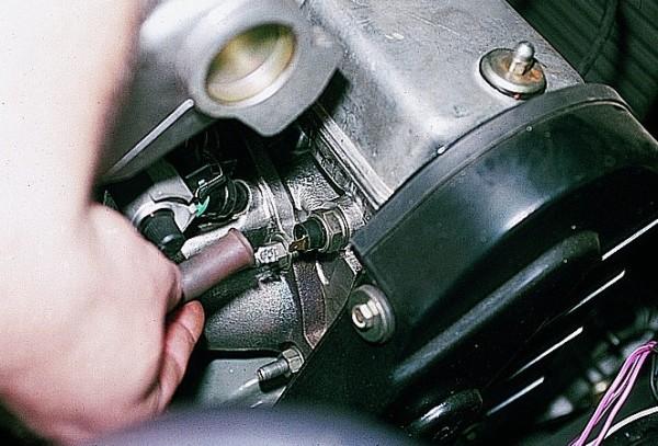 Датчик давления масла где находиться на калине 8 клапанов